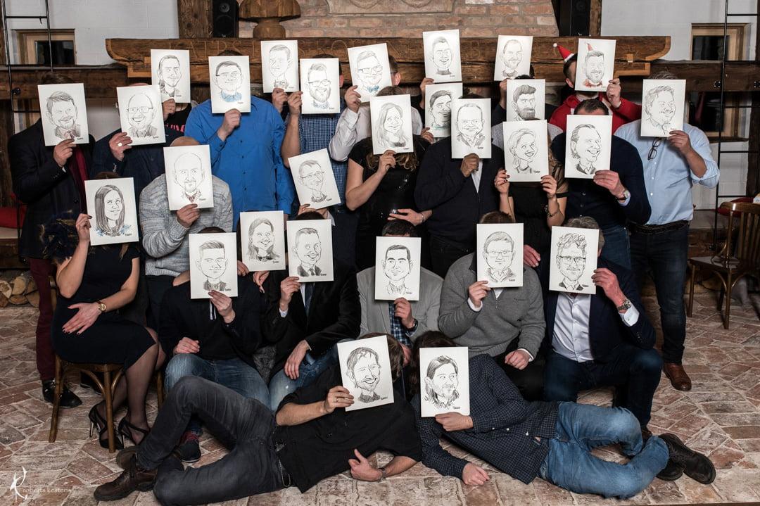 Karikatūru zīmēšana uzņēmuma ballē